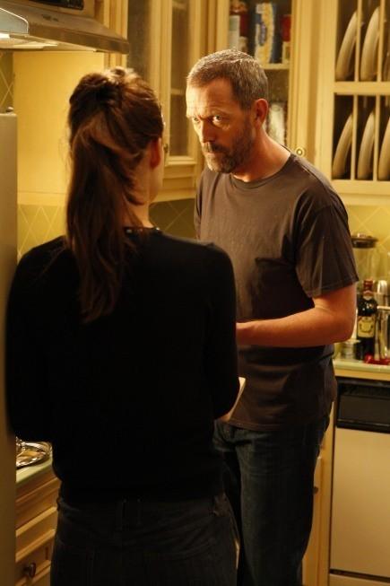 Hugh Laurie in una scena di Epic Fail dalla sesta stagione di Dr. House: Medical Division