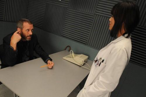 Hugh Laurie in una scena tratta da Brave Heart dalla sesta stagione di Dr. House: Medical Division