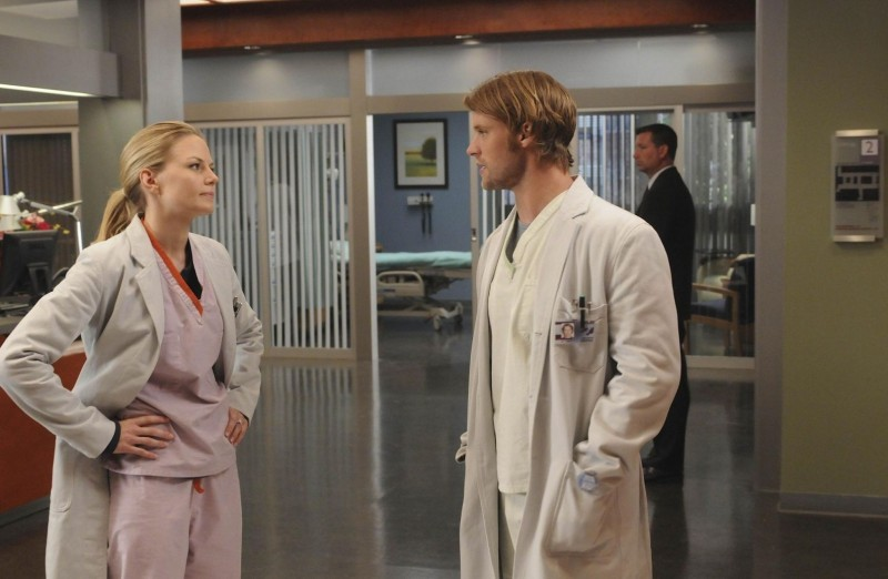 Jesse Spencer e Jennifer Morrison in una scena di The Tyrant dalla sesta stagione di Dr. House: Medical Division