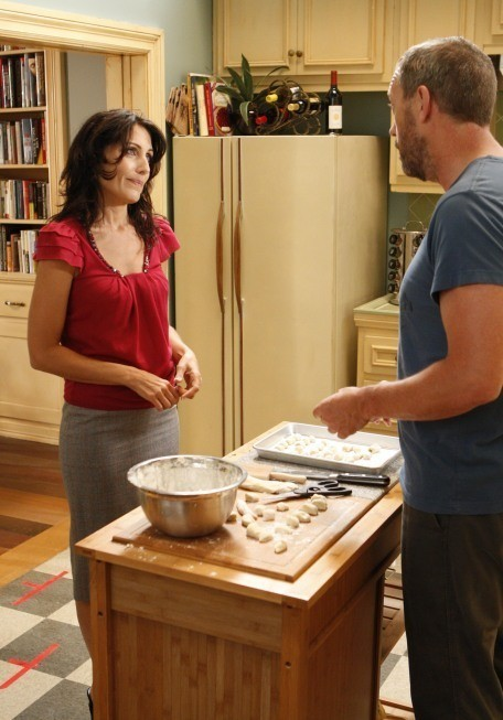 Lisa Edelstein e Hugh Laurie in una scena di Epic Fail dalla sesta stagione di Dr. House: Medical Division