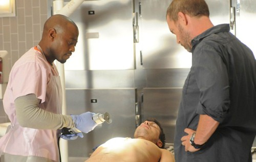 Omar Epps e Hugh Laurie in una scena di Brave Heart dalla sesta stagione di Dr. House: Medical Division