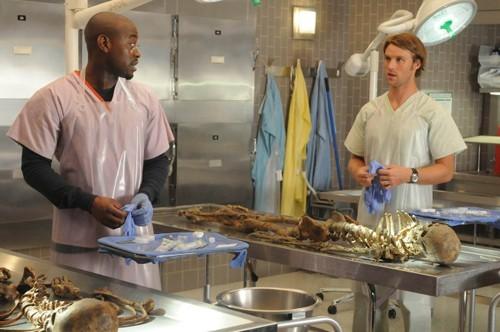 Omar Epps e Jesse Spencer in una scena di Brave Heart dalla sesta stagione di Dr. House: Medical Division