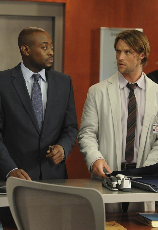 Omar Epps e Jesse Spencer in una scena di The Tyrant dalla sesta stagione di Dr. House: Medical Division