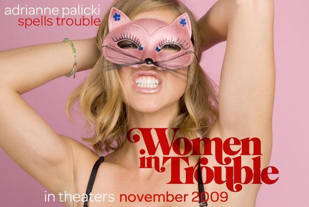 Adrianne Palicki sexy gatta in una immagine promo di Women in Trouble