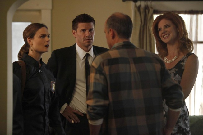 Bones: Emily Deschanel e David Boreanaz nell'episodio The Foot in the Foreclosure