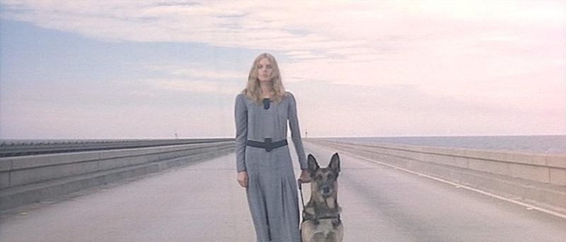 Cinzia Monreale in una sequenza del film E tu vivrai nel terrore - L\'aldilà ( 1981 )