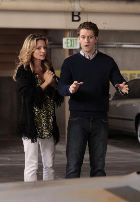 Glee: Jessalyn Gilsig e Matthew Morrison in un momento dell'episodio Hairography