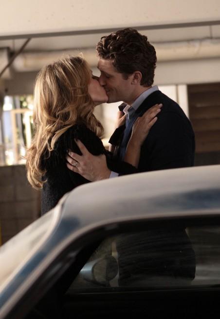 Glee: Jessalyn Gilsig e Matthew Morrison in una scena dell'episodio Hairography
