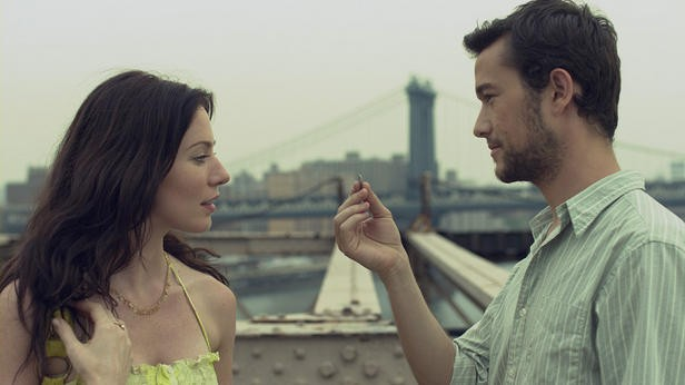 Lynn Collins e Joseph Gordon-Levitt sono i protagonisti del film Uncertainty (2008)