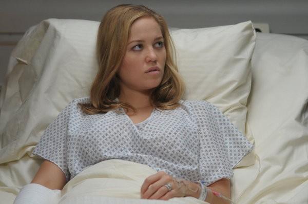 Mercy: Erika Christensen nell'episodio Destiny, Meet My Daughter, Veronica