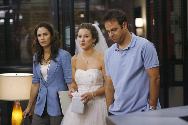 Private Practice: Paul Adelstein, Hallee Hirsh ed Amy Brenneman in una scena dell'episodio The Hard Part