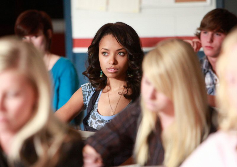 Bonnie (Katerina Graham) a scuola nell'episodio History Repeating di The Vampire Diaries