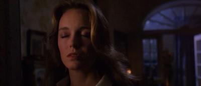Catriona MacColl in una scena del film E tu vivrai nel terrore - L\'aldilà ( 1981 ) di Fulci
