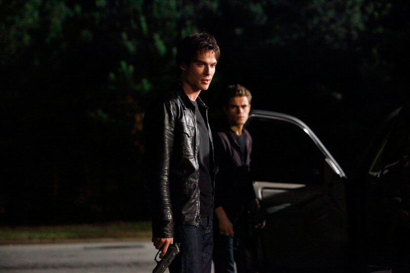 Ian Somerhalder e Paul Wesley in una scena dell'episodio The Turning Points di The Vampire Diaries