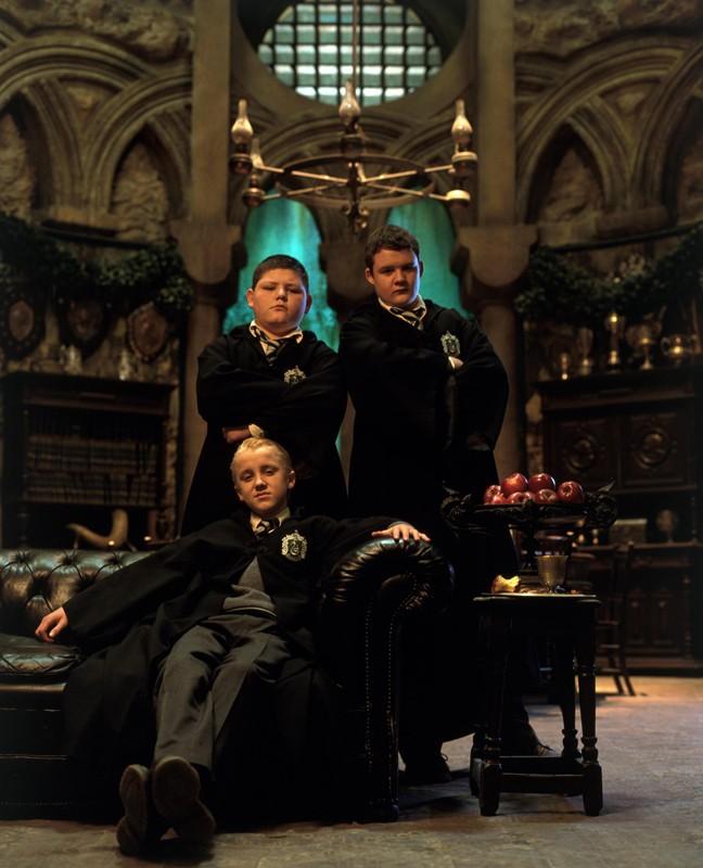 Draco (Tom Felton) e i suoi amici Tyger (Jamie Wayllet) e Goyle (Joshua Herdman) in una foto del film Harry Potter e la Camera dei Segreti