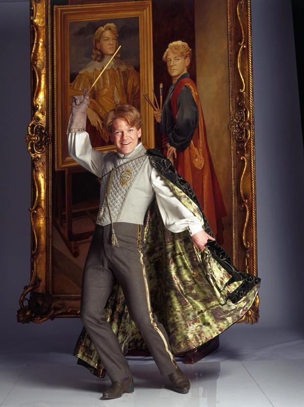 Il prof. Gilderoy Lockhart (Kenneth Branagh) in una foto promozionale del film Harry Potter e la Camera dei Segreti