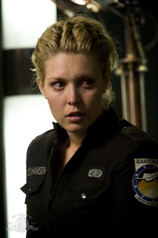 TJ (Alaina Kalanj) sulla Destiny in un momento dell'episodio Time di Stargate Universe