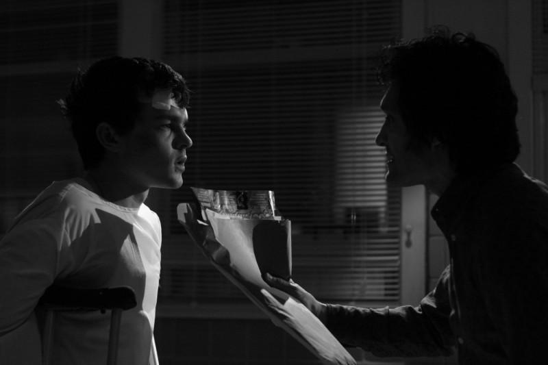 Alden Ehrenreich in una scena del film Segreti di famiglia, diretto da Coppola