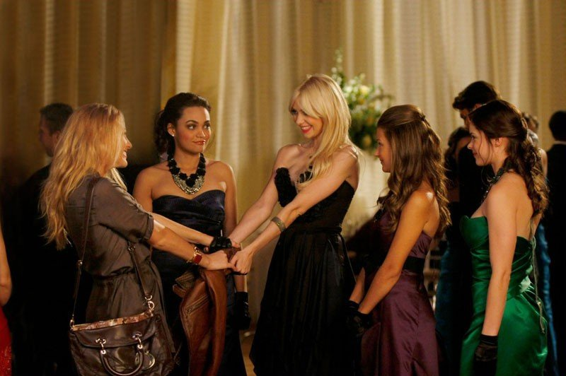 Blake Lively, Taylor Momsen e le mean girls nell'episodio They Shoot Humphreys, Don't They? di Gossip Girl