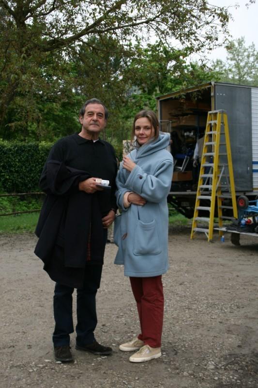 Ennio Fantastichini e Marit Nissen sul set della miniserie Il mostro di Firenze