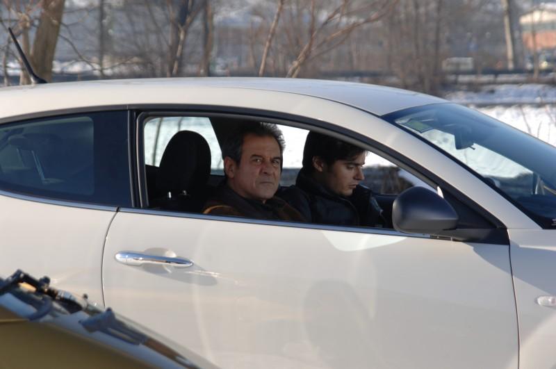 Ennio Fantastichini e Paolo Briguglia in auto in una scena del dramma La cosa giusta