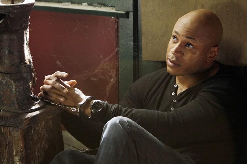 LL Cool J è Sam ammanettato, in una scena della puntata Ambush di NCIS: Los Angeles