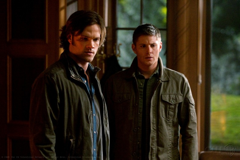 Supernatural: Jared Padalecki e Jensen Ackles in una immagine dell'episodio Abandon All Hope...