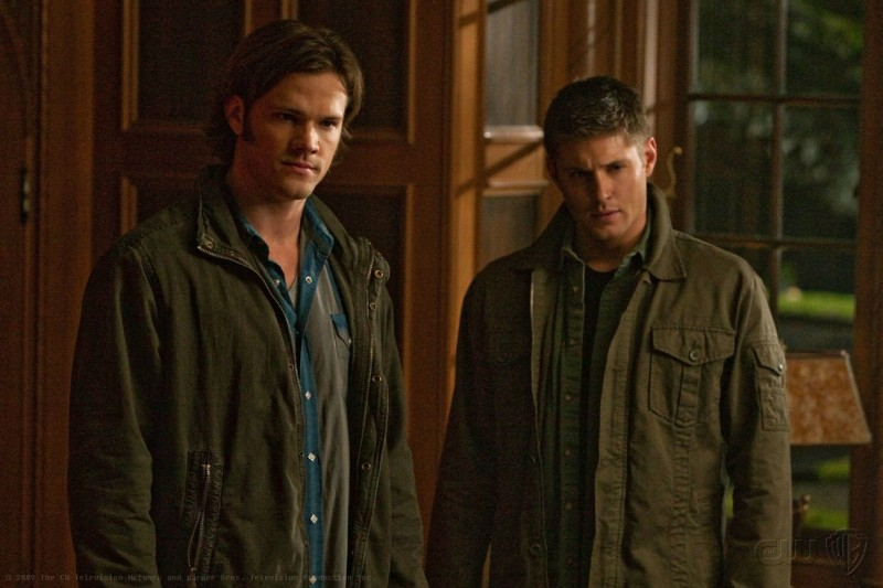 Supernatural: Jared Padalecki e Jensen Ackles in una scena dell'episodio Abandon All Hope...