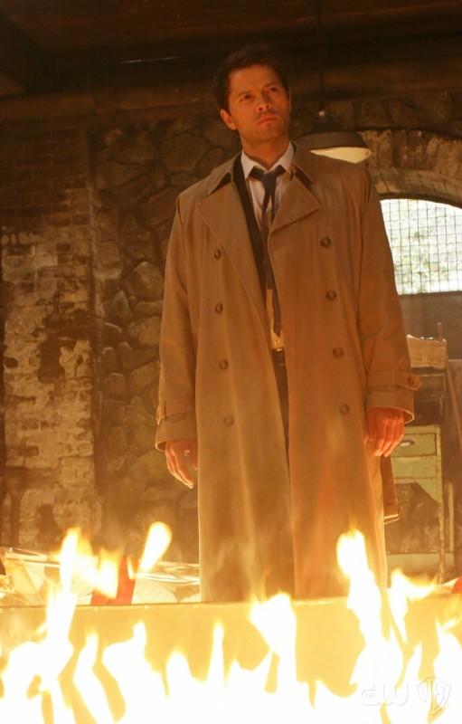 Supernatural: Misha Collins in una immagine suggestiva dell'episodio Abandon All Hope...