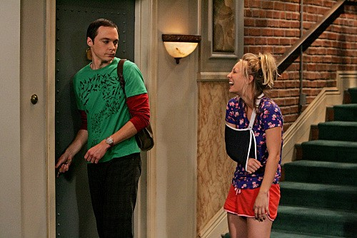 The Big Bang Theory: Kaley Cuoco e Jim Parsons nell'episodio The Adhesive Duck Deficiency