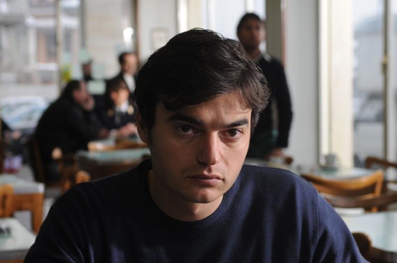 Un primo piano di Paolo Briguglia in una sequenza del film La cosa giusta (2009)