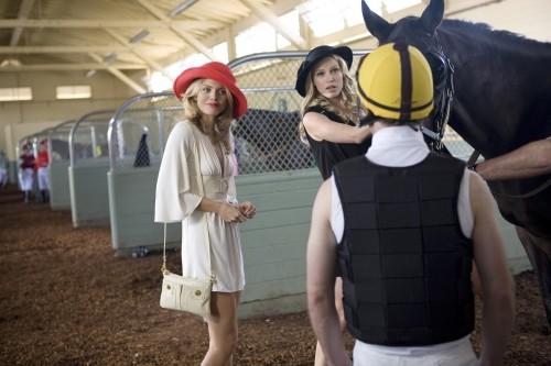 90210: AnnaLynne McCord e Sara Foster in un momento dell'episodio And Away They Go