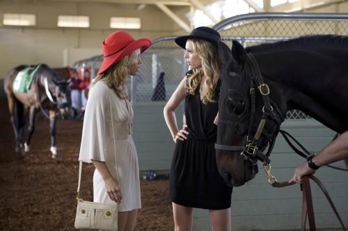 AnnaLynne McCord e Sara Foster nell'episodio And Away They Go di 90210