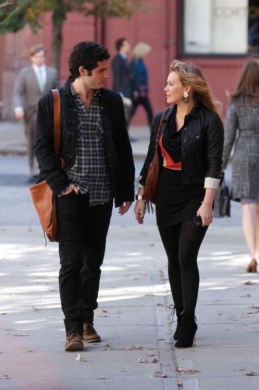 Dan (Penn Badgley) e Olivia (Hilary Duff) durante una scena dell'episodio The Last Days of Disco Stick della terza stagione di Gossip Girl