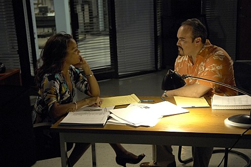 Dexter: Lauren Vélez e David Zayas nell'episodio Road Kill