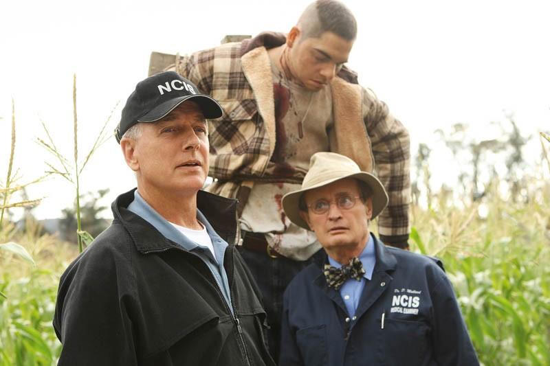 L'Agente Speciale Gibbs (Mark Harmon) e il medico legale Ducky (David McCallum) nell'episodio Child's Play di N.C.I.S.