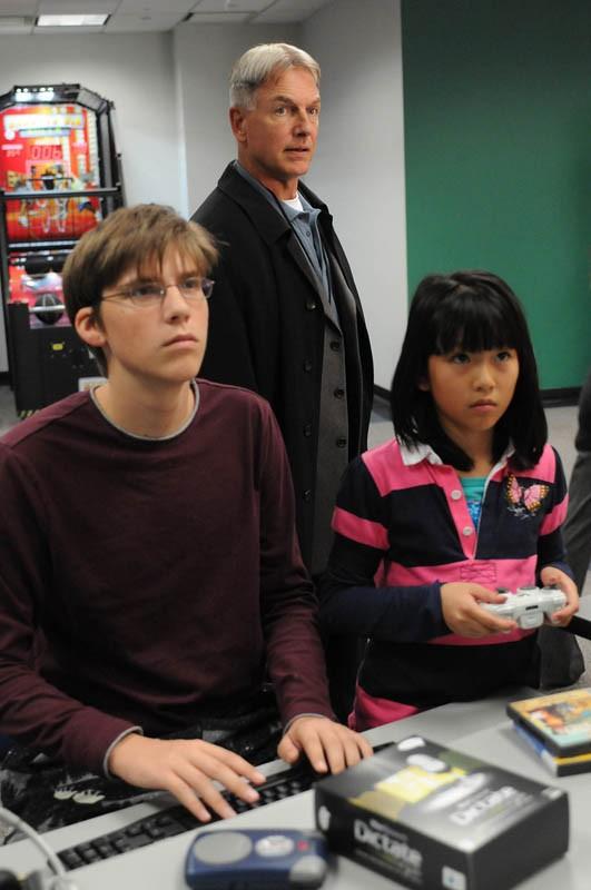 L'Agente Speciale Gibbs (Mark Harmon) in un momento dell'episodio Child's Play di N.C.I.S.