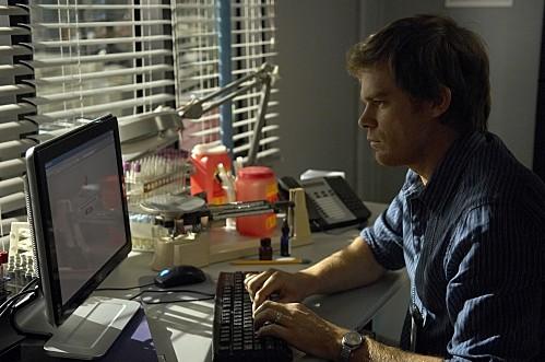 Michael C. Hall nell'episodio Road Kill di Dexter