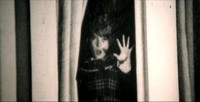 Una scena inquietante del film Quella villa accanto al cimitero ( 1981 )