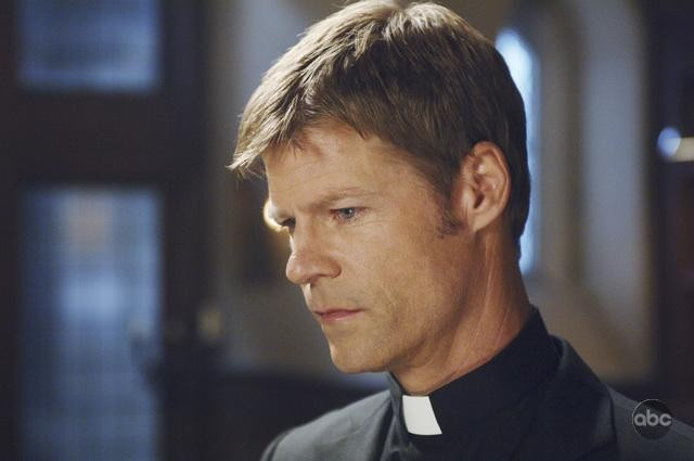 V: Joel Gretsch nell'episodio It's Only The Beginning