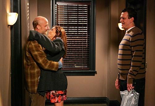 How I Met Your Mother: Chris Elliott con Alyson Hannigan e Jason Segel nell'episodio Slapsgiving 2: Revenge of the Slap