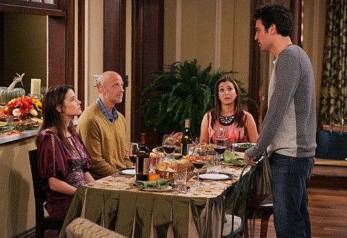 How I Met Your Mother: Chris Elliott con Josh Radnor, Alyson Hannigan e Cobie Smulders nell'episodio Slapsgiving 2: Revenge of the Slap
