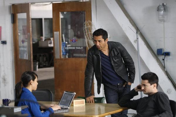 Trauma: Aimee Garcia e Cliff Curtis in un momento dell'episodio That Fragile Hour