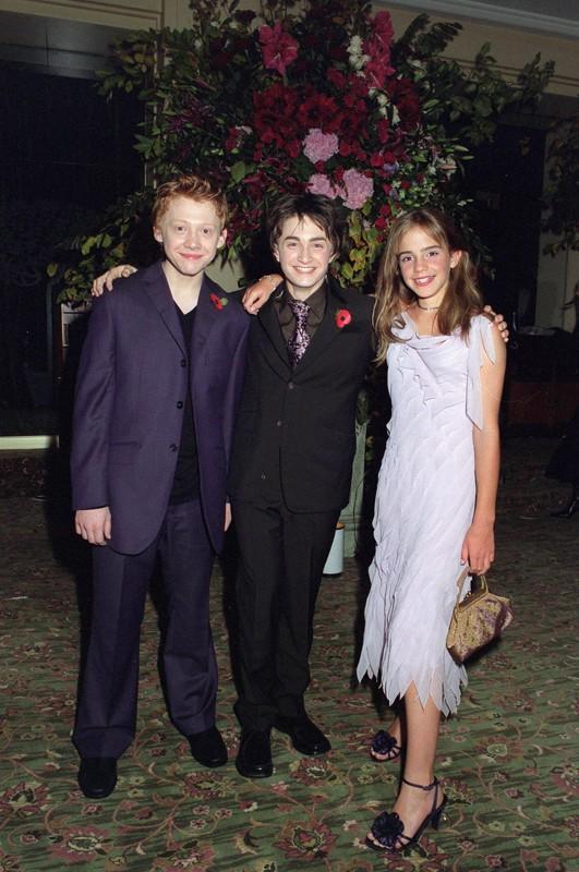D. Radcliffe, R. Grint ed E. Watson posano per i fotografi alla premiere Londinese di Harry Potter e la Camera dei Segreti