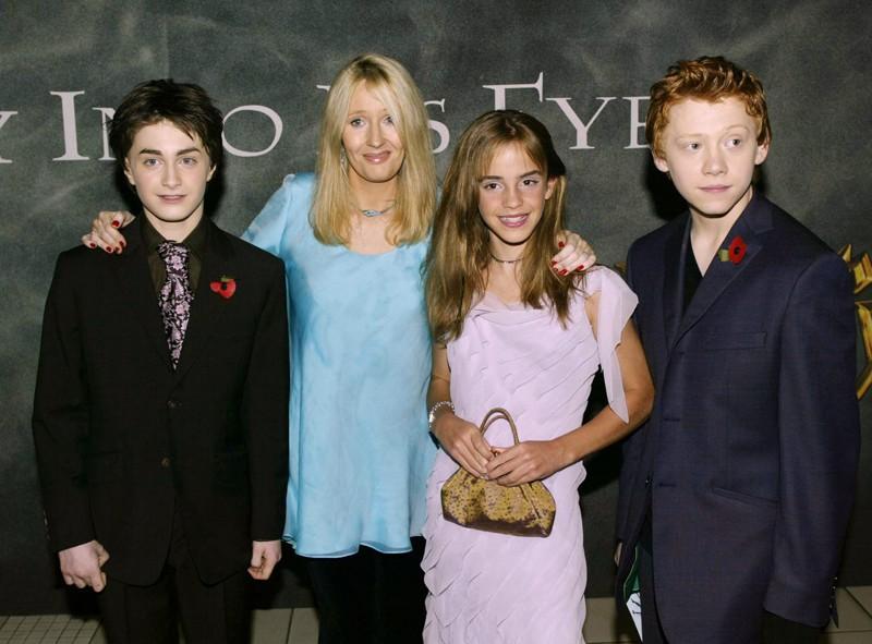 Il trio protagonista e la scrittrice J.K. Rowling alla premiere Londinese di Harry Potter e la Camera dei Segreti