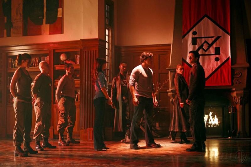 Lois (Erica Durance), Clark (Tom Welling) e Zod (Callum Blue) in una scena dell'episodio Pandora di Smallville