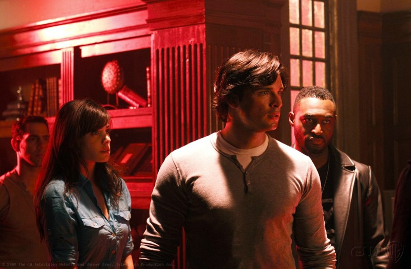 Lois (Erica Durance) e Clark (Tom Welling) in una scena dell'episodio Pandora di Smallville