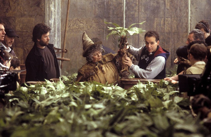 Miriam Margolyes e il regista Chris Columbus sul set del film Harry Potter e la Camera dei Segreti