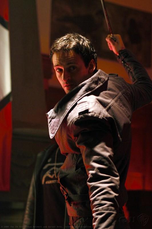 Una scena dell'episodio Pandora di Smallville con Zod (Callum Blue)