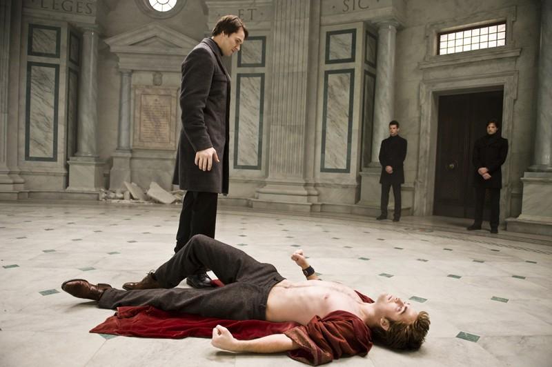 Felix  (Daniel Cudmore) ed Edward (Robert Pattinson) in una nuova immagine del film Twilight Saga: New Moon